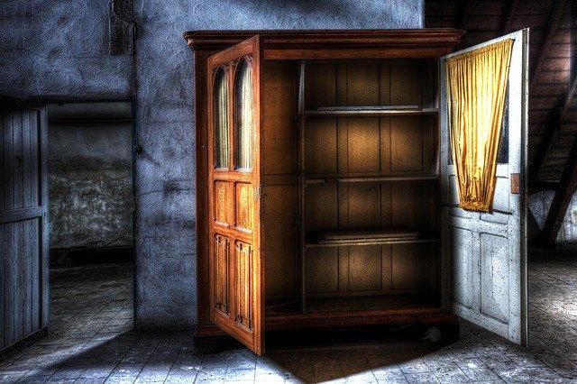 closet-426386_640