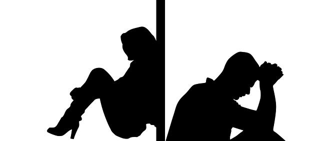 obrys muž a žena rozděleni zdí, k sobě zády